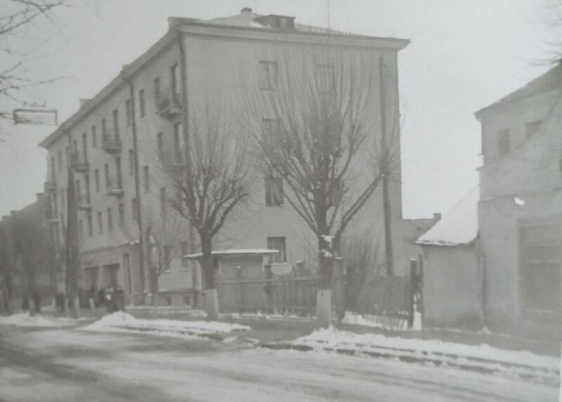 Дом у Гродне па вул.Ажэшкі, 33, дзе мы жылі. 1958 г. Тут жыла Марына Загідуліна і бацькі, у тым ліку Аляксей Пяткевіч