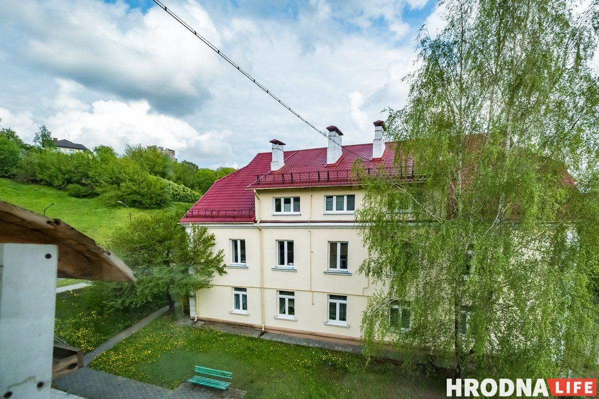 «Дом строили для работников текстильного комбината». Как выглядит квартира семьи историка и программиста в Гродно